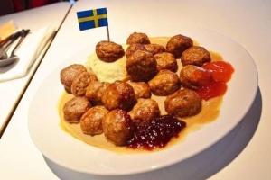 """IKEA """"адаптувала"""" вегетаріанські фрикадельки до традиційних"""