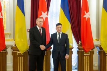 Volodymyr Zelensky et Recep Tayyip Erdoğan tiennent une conférence de presse conjointe
