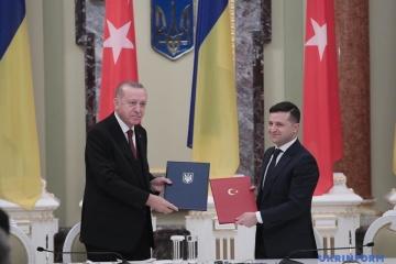 Erdoğan : la Turquie condamne l'annexion de la Crimée par la Russie et soutient les Tatars de Crimée