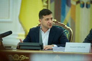 Volodymyr Zelensky propose de plafonner la rémunération des responsables de la fonction publique