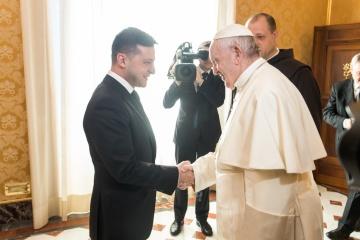 ゼレンシキー大統領、ローマ教皇と電話会談 露での被拘束者支援を要請