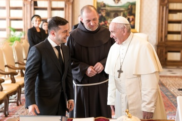 President asks Pope Francis to assist in releasing captive Ukrainians