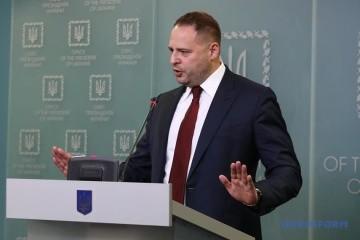 """Jermak zapewnił posłów, że """"czerwone linie"""" w Mińsku nie zostaną przekroczone"""