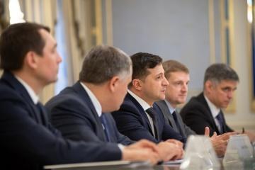 Volodymyr Zelensky a discuté avec Olivér Várhelyi au sujet des réformes en Ukraine