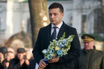 Zelensky lays flowers at monument to Afghan war veterans