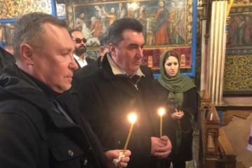 Danílov en Irán honra la memoria de los ucranianos que murieron en el accidente aéreo de la UIA