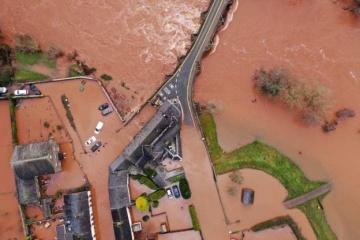 Через шторм Dennis у Британії - транспортий колапс і паводки
