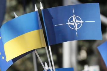 Ucrania y la OTAN acuerdan reforzar su presencia militar en el mar Negro