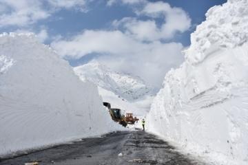Ukraine's Emergency Service warns of avalanche danger in Carpathians