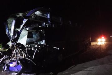 Verkehrsunfall auf Autostraße Kyjiw - Odesa: 18 Menschen bei Kollision von Reisebus und Lkw verletzt