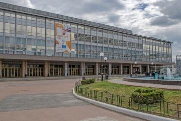 Salud empieza a desplegar un hospital para pacientes con COVID-19 en el Palacio de los Deportes de Kyiv