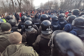 Residents of Novi Sanzhary blocking bridge over Vorskla River