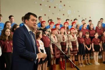 Razumkov visits Ukrainian school in Riga