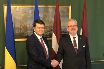 Dmytro Razumkov a remercié le président de la Lettonie pour son soutien à l'Ukraine