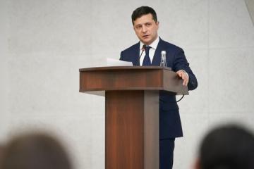 Volodymyr Zelensky participe à une réunion du Conseil des ministres