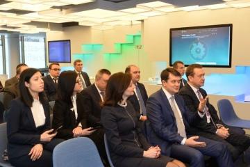 """Razumkov visita el Centro de Servicios Administrativos """"e-Estonia"""""""