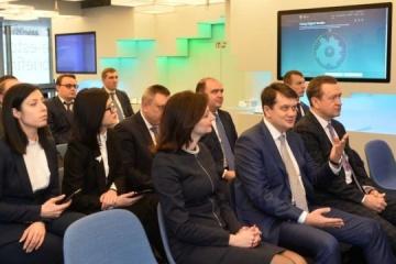 Razumkov visits e-Estonia administrative services center