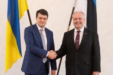 Rasumkow bespricht mit Henn Polluaas Zusammenarbeit beider Länder