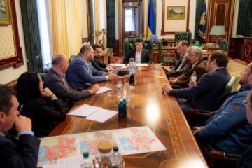 Zelensky et des groupes de médias ukrainiens conviennent de lancer des versions non codées des chaînes de télévision