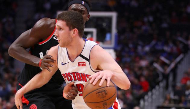 НБА: 13 очков Михайлюка не помогли «Детройту» обыграть «Торонто»