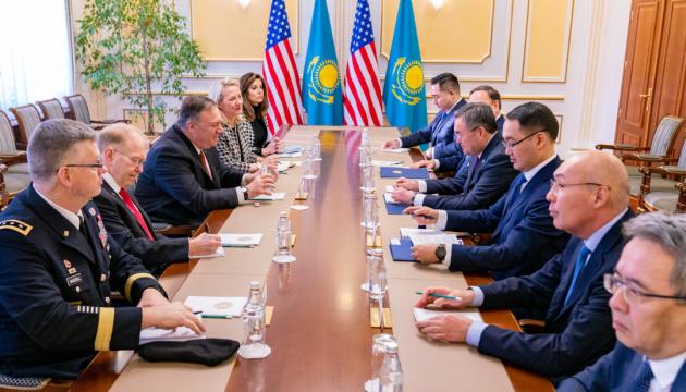 Китайські та російські інвестиції можуть завдати шкоди Казахстану - Помпео