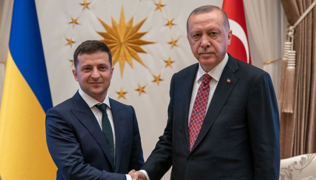 Volodymyr Zelensky accueille  Recep Erdoğan à Kyiv