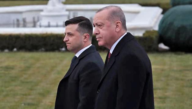 Selenskyj empfängt Erdogan im Mariinskyj-Palast