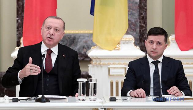 Erdogan et Zelensky discutent des moyens de renforcer les relations entre la Turquie et l'Ukraine