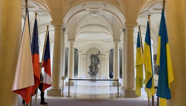 L'Ukraine et la France reprennent les travaux de la commission militaro-technique
