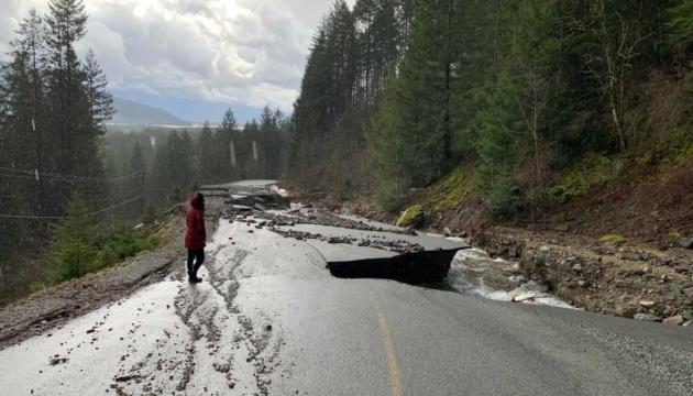 Зсув ґрунту заблокував пів тисячі людей на канадському курорті