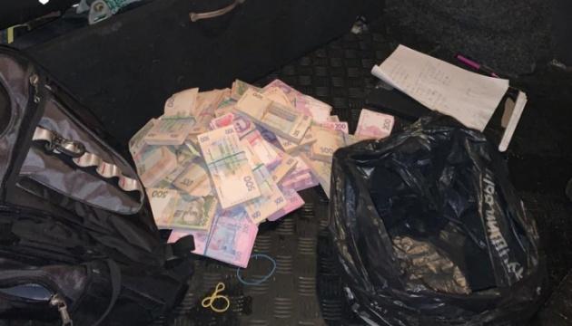 Чиновника секретаріату Кабміну затримали за вимогу 2,5 мільйона хабаря