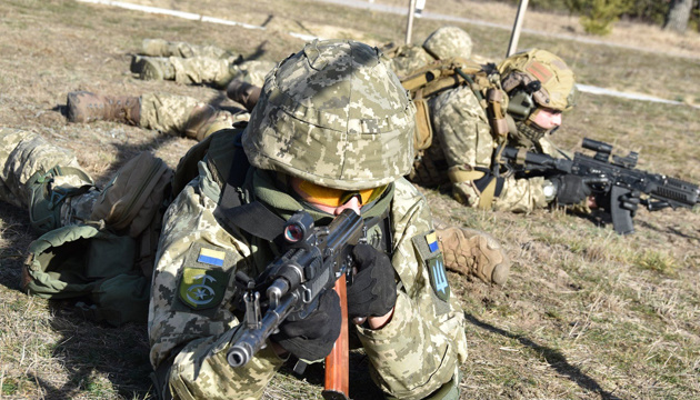 На Донбасі - 13 порушень