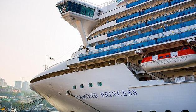 Із лайнера Diamond Princess планують евакуювати літніх людей
