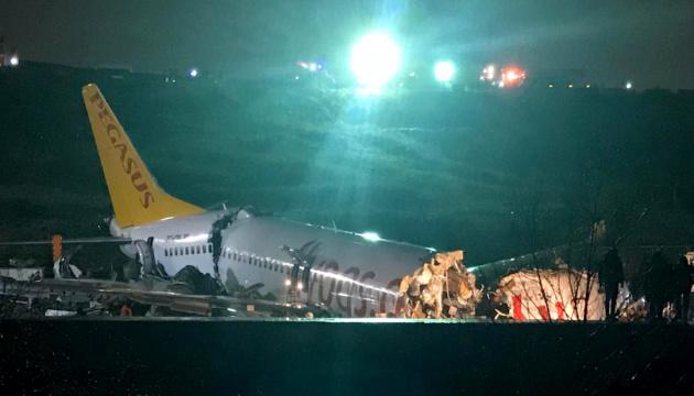У результаті аварії літака в Стамбулі загинула людина, постраждалих побільшало