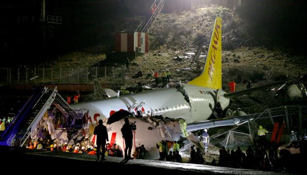 Експерти Boeing з'ясують, чому розвалився літак у Стамбулі