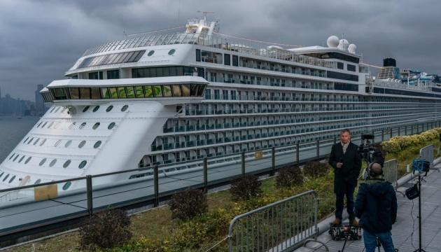 Через підозру на коронавірус відправили на карантин ще один круїзний лайнер
