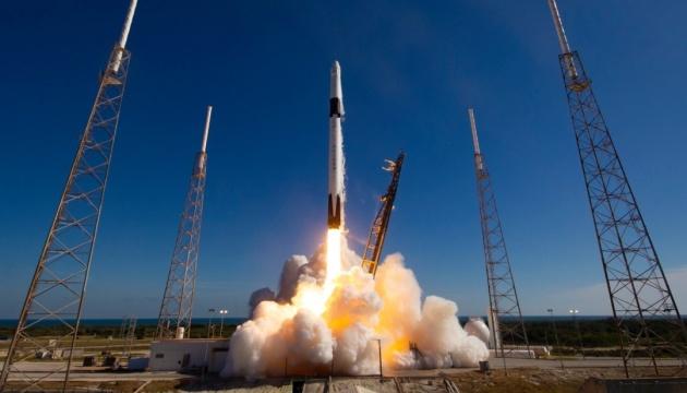 SpaceX предлагает в аренду места на Falcon 9, стоимость - от $1 миллиона