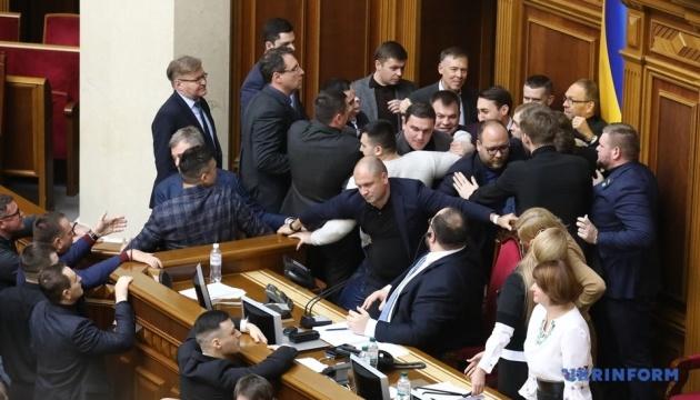 L'ouverture du marche foncier: une bagarre en pleine session parlementaire