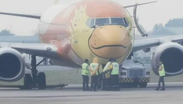 В аеропорту Бангкока тягач зіткнувся з літаком, водій загинув