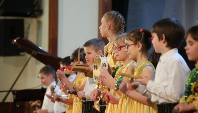 У Харкові юні музиканти з вадами зору виступили із симфонічним оркестром