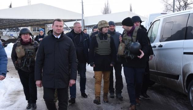 """Глава МЗС Данії з делегацією відвідав зону ООС та """"Майорське"""""""