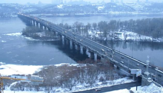 На мосту Патона обмежать рух крайніми правими смугами – КМДА