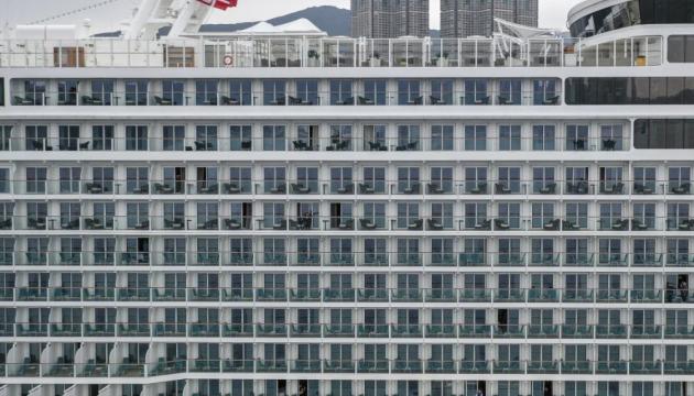 Пасажирам лайнера, що був на карантині у Гонконзі, дозволять зійти на берег