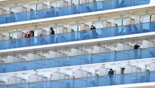 На лайнері в Японії ще шестеро підхопили коронавірус, ЗМІ пишуть — серед них українець