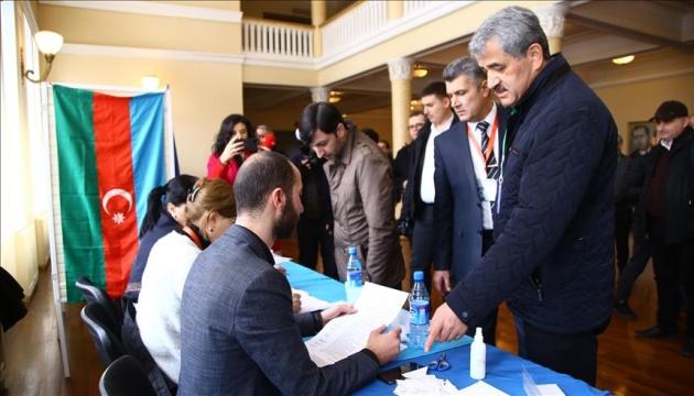 У владній партії Азербайджану заявляють про перемогу на виборах