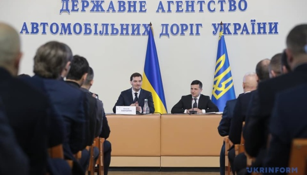 """Зеленський і Гончарук оголосили війну """"тендерним тролям"""""""