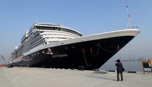 Круїзний лайнер з Гонконгу не пустили вже в четвертий порт