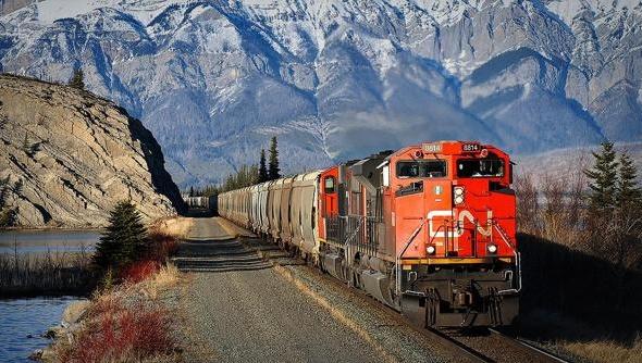 Через протести у Канаді зупинилася залізниця