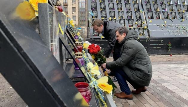 Єврокомісар Варгеї вшанував пам'ять Героїв Небесної сотні