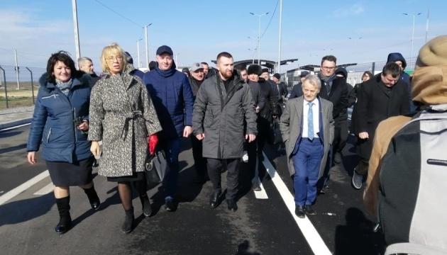 Депутати прибули в Чонгар на виїзне засідання комітету ВР